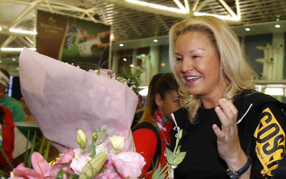Председателят на БОК Стефка Костадинова се появи на летище София,