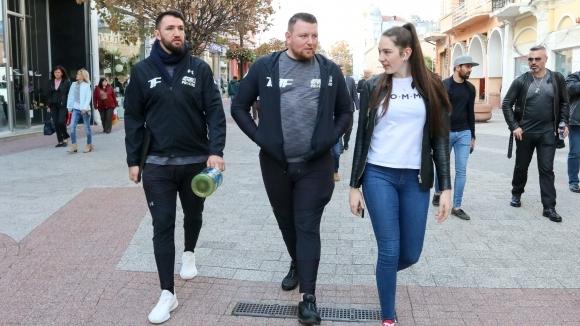 Британският боксьор Хюи Фюри пристигна в Пловдив днес следобед. След