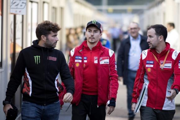 MotoGP пилотът Хорхе Лоренсо претърпя операция на лявата си китка