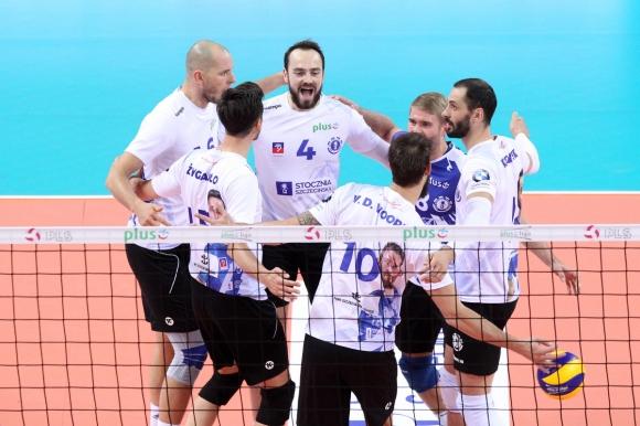 Българската волейболна звезда Матей Казийски и тимът на Сточня (Шчечин)