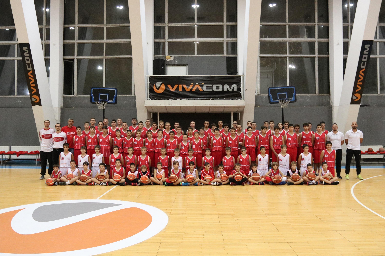 Треньорите и децата от школата на баскетболун клуб ЦСКА бяха