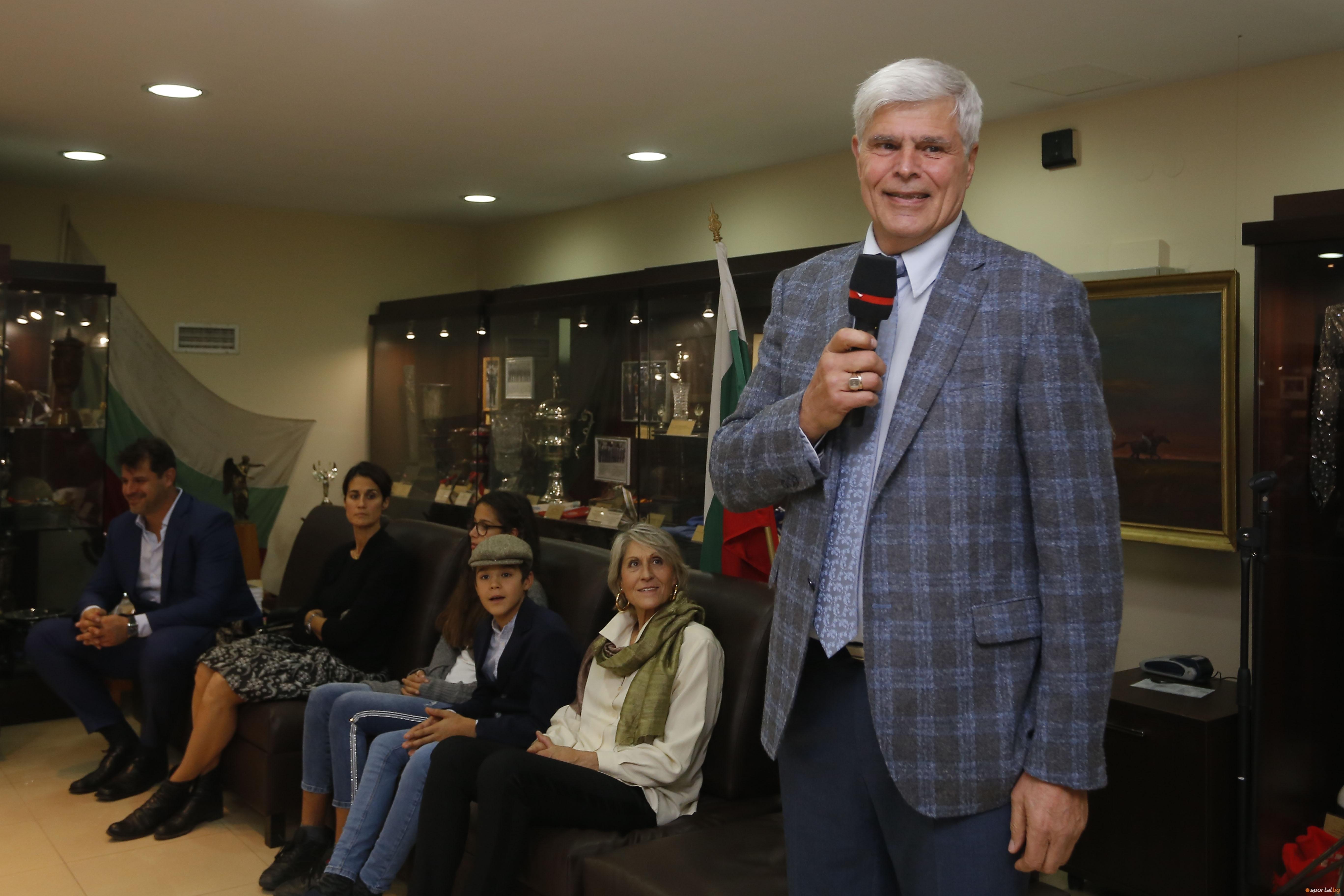 Днес, 9 ноември, легендата в българския волейбол Димитър Златанов празнува