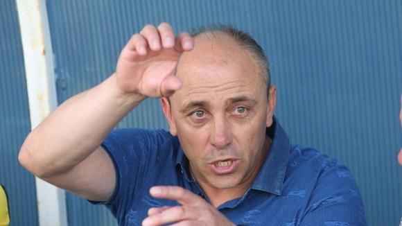 Куп кадрови проблеми има да решава Илиан Илиев. Старши треньорът