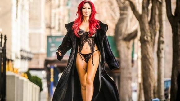 Бившата порно звезда Фара Абрахам се замеси в грандиозен скандал,