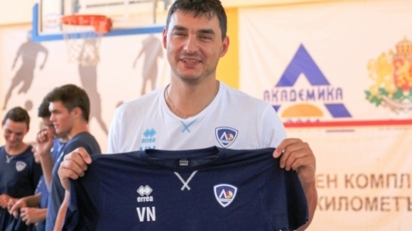 Вече официално президентът и треньор на Левски Владимир Николов ще