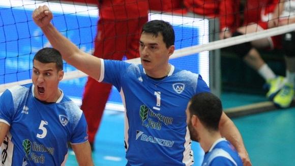 Владо Николов е на 41 години и не бе играл