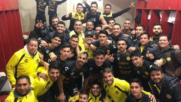 През последния месец редица снимки и видеа на Диего Марадона