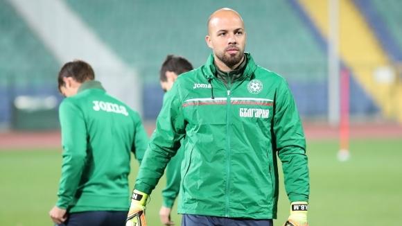 Националният вратар Николай Михайлов мина успешно медицински прегледи в Левски,