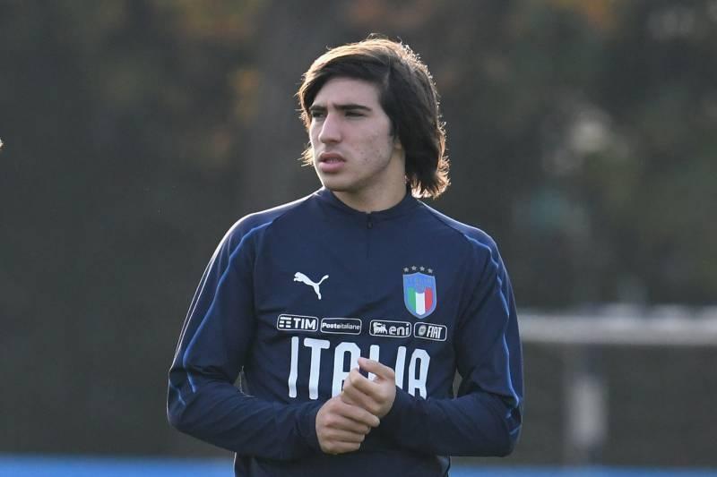 Италианският талант Сандро Тонали най-вероятно ще стане първият футболист, който