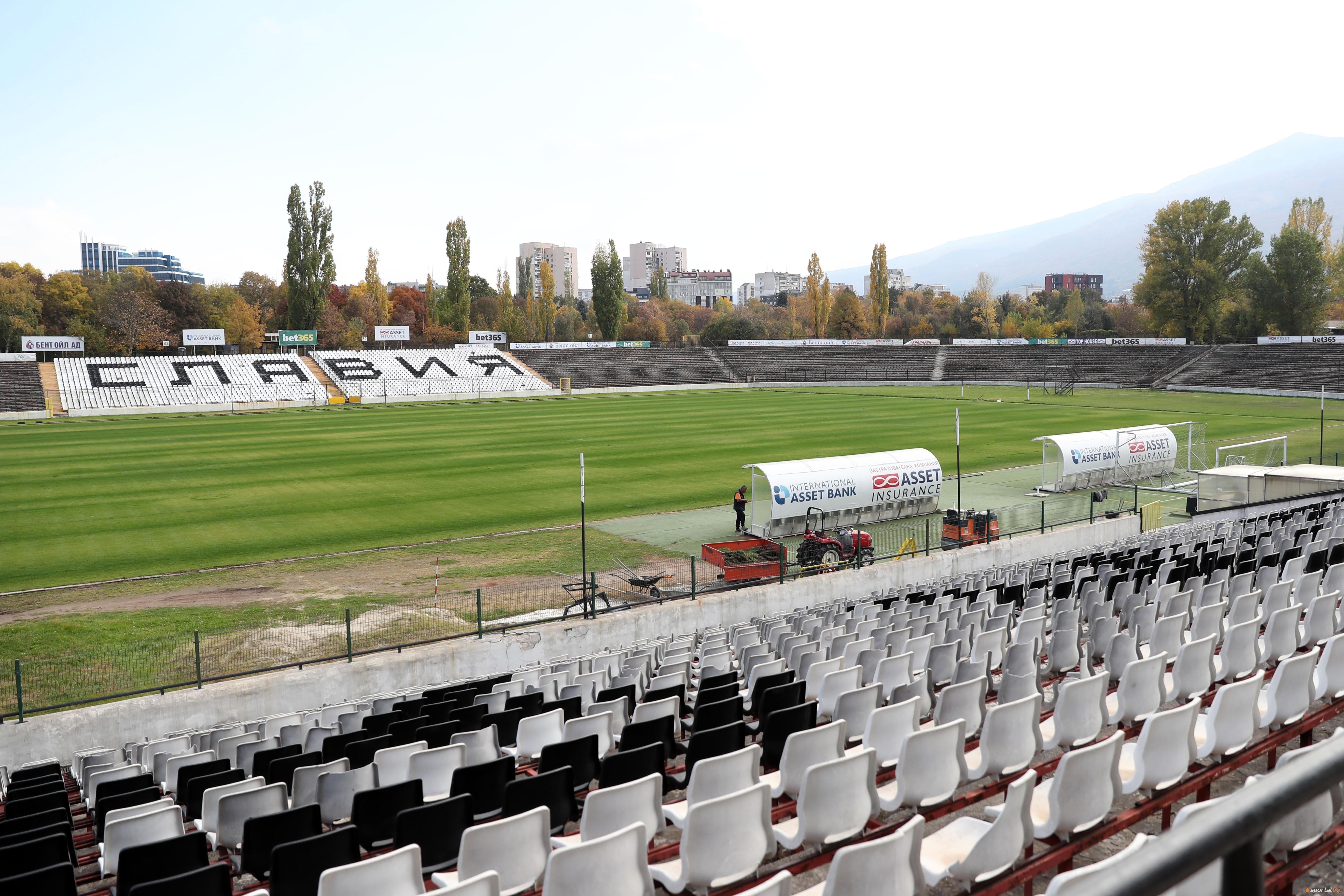 Изграждането на осветлението на стадион