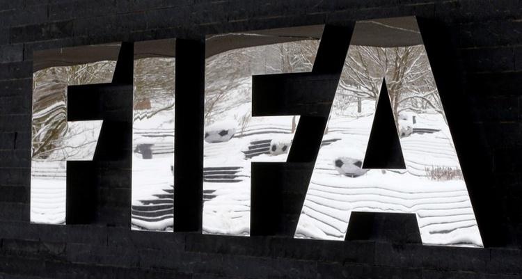 Член на Етичната комисия на ФИФА е отстранен временно от