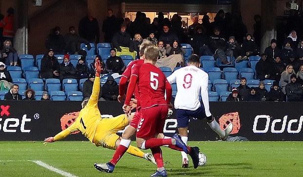 Нападателят на Ливърпул Доминик Соланке отбеляза два гола за разгромната