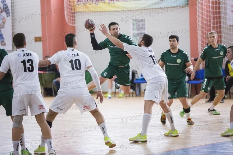 Мъжкият хандбален отбор на Чардафон (Габрово) преодоля първото препятствие в