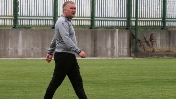 Футболистите на Ботев (Пловдив) тренираха часове преди мача с Витоша