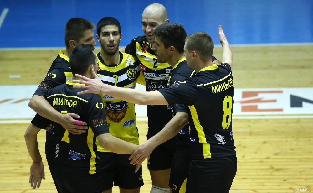Мъжкият волейболен отбор на Миньор (Перник) прекъсна негативната си серия