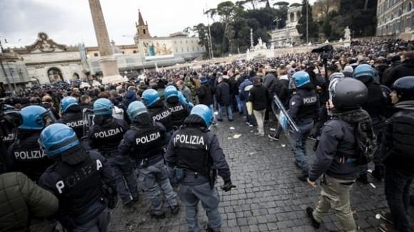 Сериозна вълна привърженици на Айнтрахт Франкфурт заля Рим преди двубоя