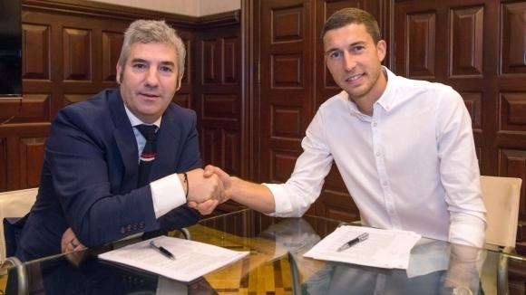 Двама от основните футболисти на Атлетик (Билбао) удължиха договорите си