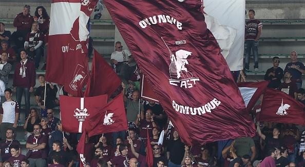 """Тифози на Торино издигнаха банер с посланието """"Ювентус футболен клан"""","""