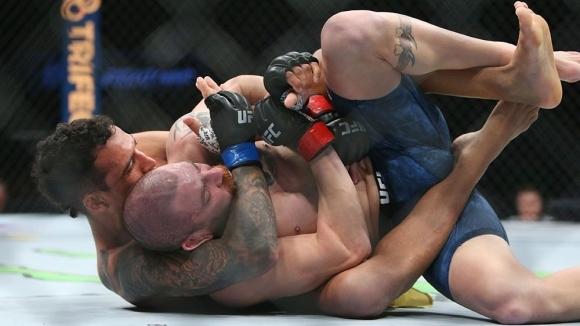 Чарлс Оливейра и Джим Милър се срещнаха в UFC on