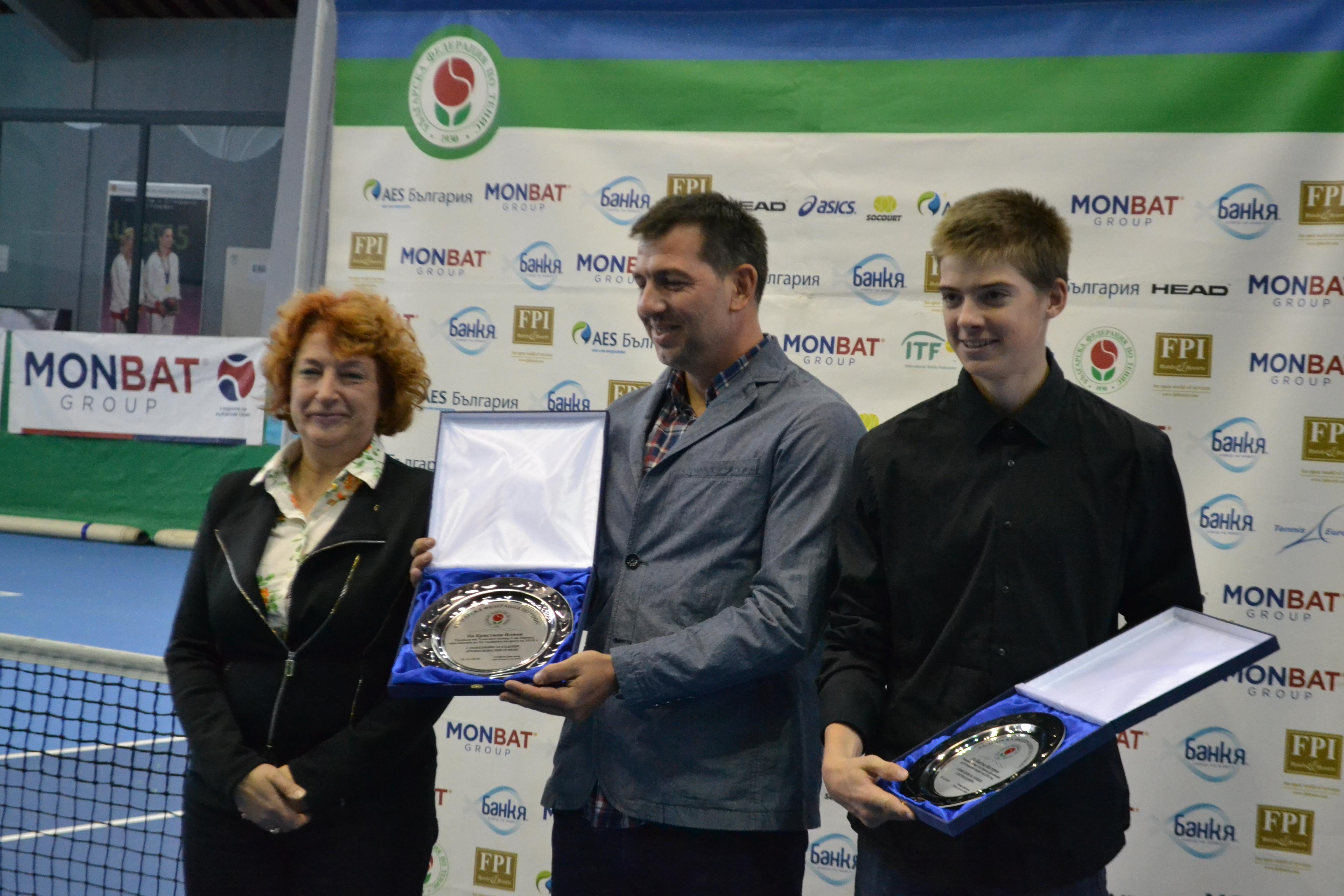 Българската федерация по тенис връчи награда на Пьотр Нестеров за