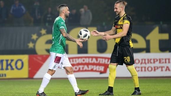 Снимка: Стивън Петков се раздели емоционално с феновете на Ботев