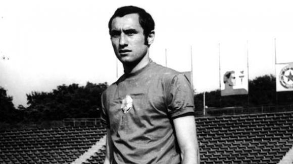 Един от най-емблематичните футболисти на ЦСКА - Божил Колев, който