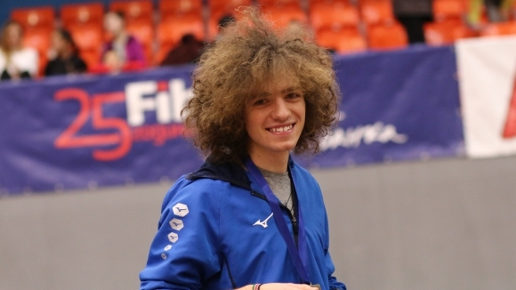 "Веселин Живков постигна две победи на международния атлетически турнир ""Академик"""