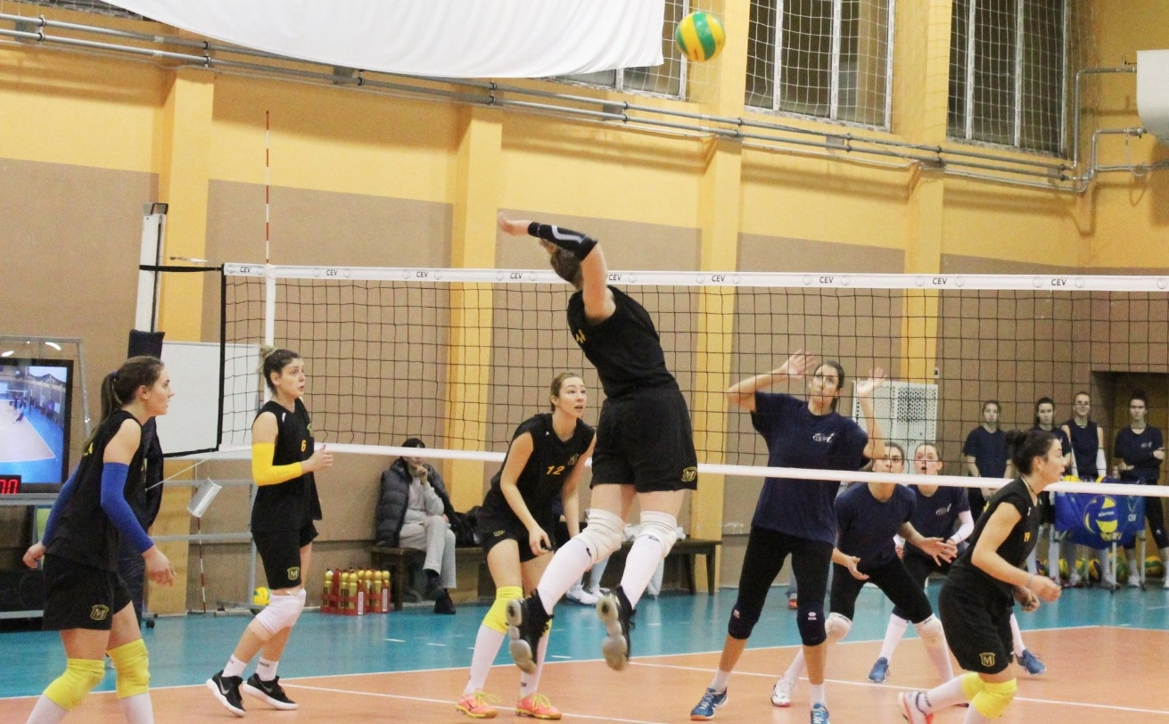 Марица (Пловдив) победи румънския шампион КСМ Букурещ (Букурещ) с 3:2