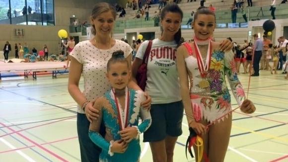 Сестрата на Весела Димитрова - Анелия Станчева, е треньор на