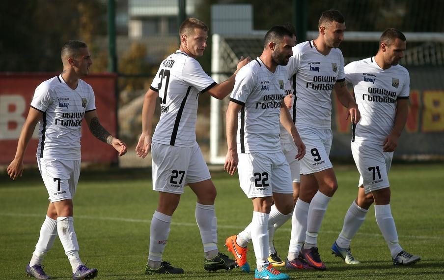 Двама футболисти от есенния състав на Ботев (Гълъбово) напуснаха отбора,