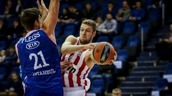 Александър Везенков се вижда в Олимпиакос още поне през следващите