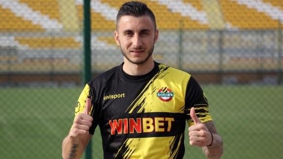 Антон Карачанаков подписа вчера договор с Ботев (Пловдив) за 2