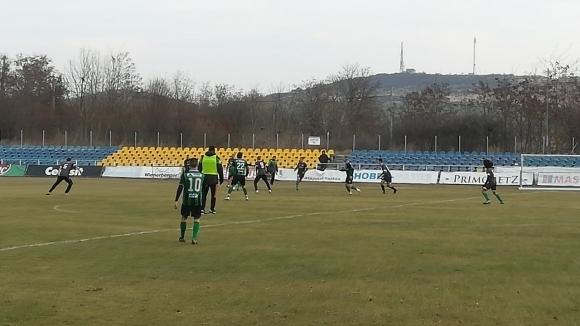 Лидерът в Югоизточната Трета лига Нефтохимик победи с 5:0 юношеската