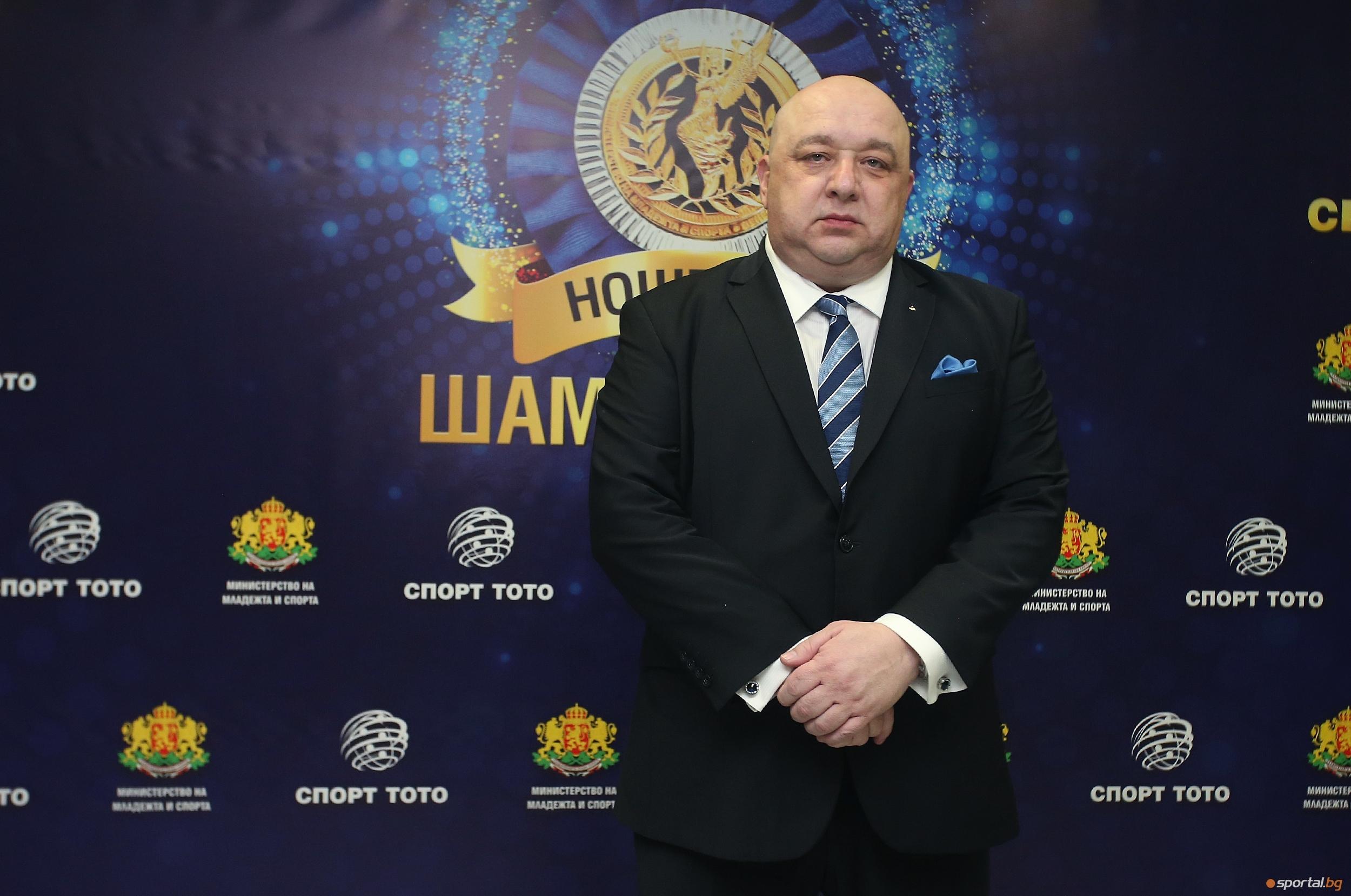 Министърът на младежта и спорта Красен Кралев намекна за предстояща