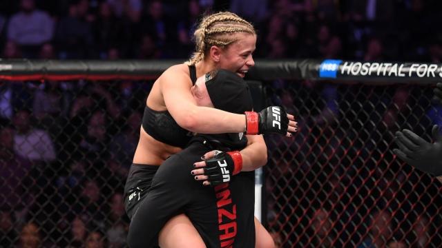Красавицата на UFC Пейдж Ванзант направи успешно сефте на своите