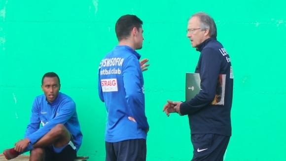 Новият треньор на Левски Георги Дерменджиев започна да води индивидуални
