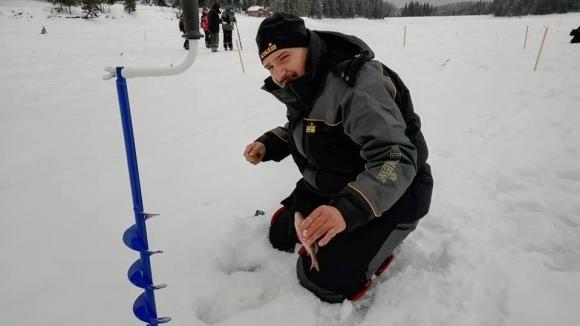 Снежна буря връхлетя участниците на световното първенство по риболов на