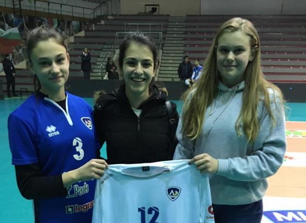 Натали Неделчева (в средата) спечели екип на Смилен Мляков в