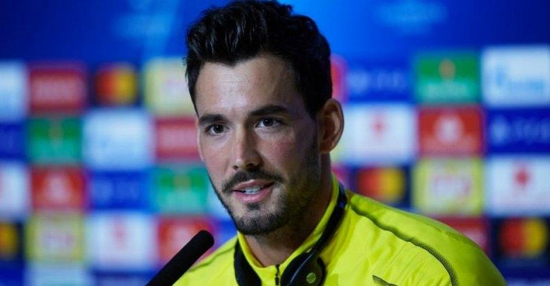 Вратарят на Борусия (Дортмунд) Роман Бюрки заяви, че отборът изпитва