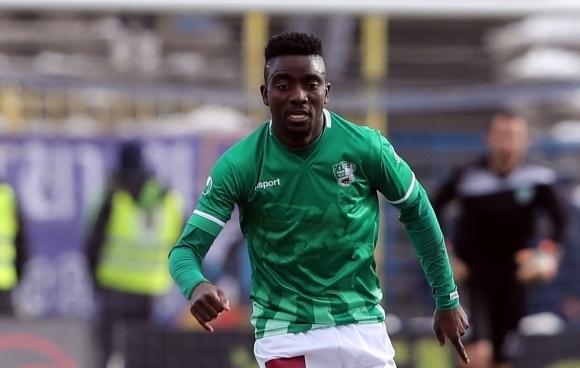 Ганайският полузащитник Карлос Охене официално се завърна в тима на