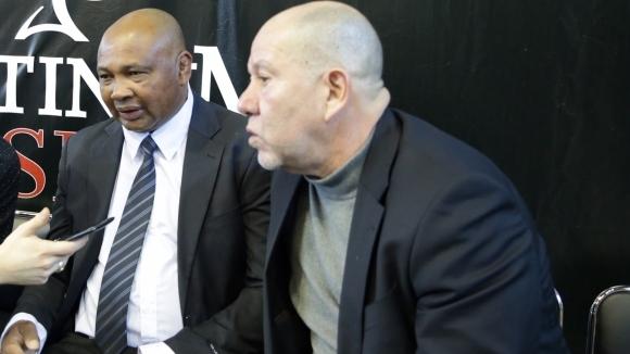 Кубинецът Армандо Мартинес (вляво на снимката) е боксова легенда и