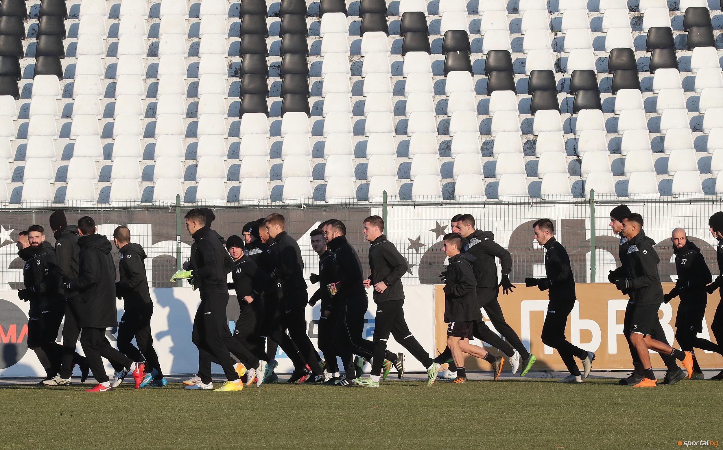 Старши треньорът на Локомотив (Пловдив) Бруно Акрапович определи групата за