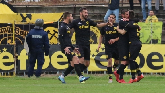 Десет нови футболисти картотекира Миньор (Перник) за пролетния дял от