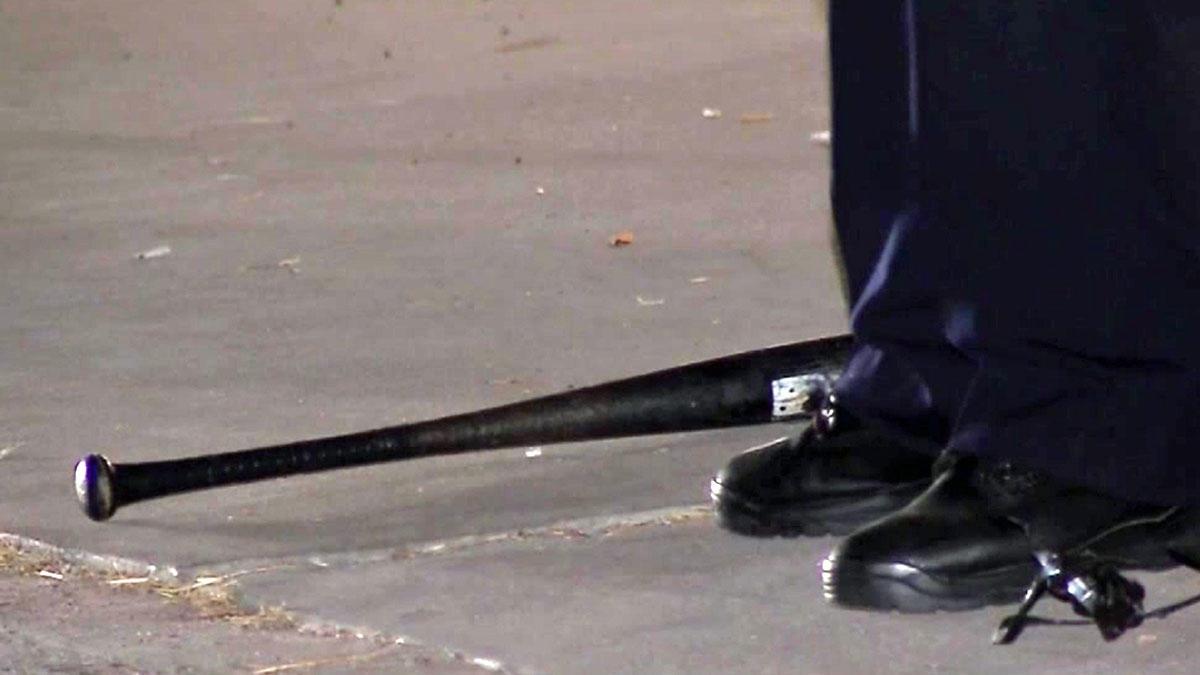 Полицията иззе пръчка, две бейзболни бухалки и бомбички от автобуси,
