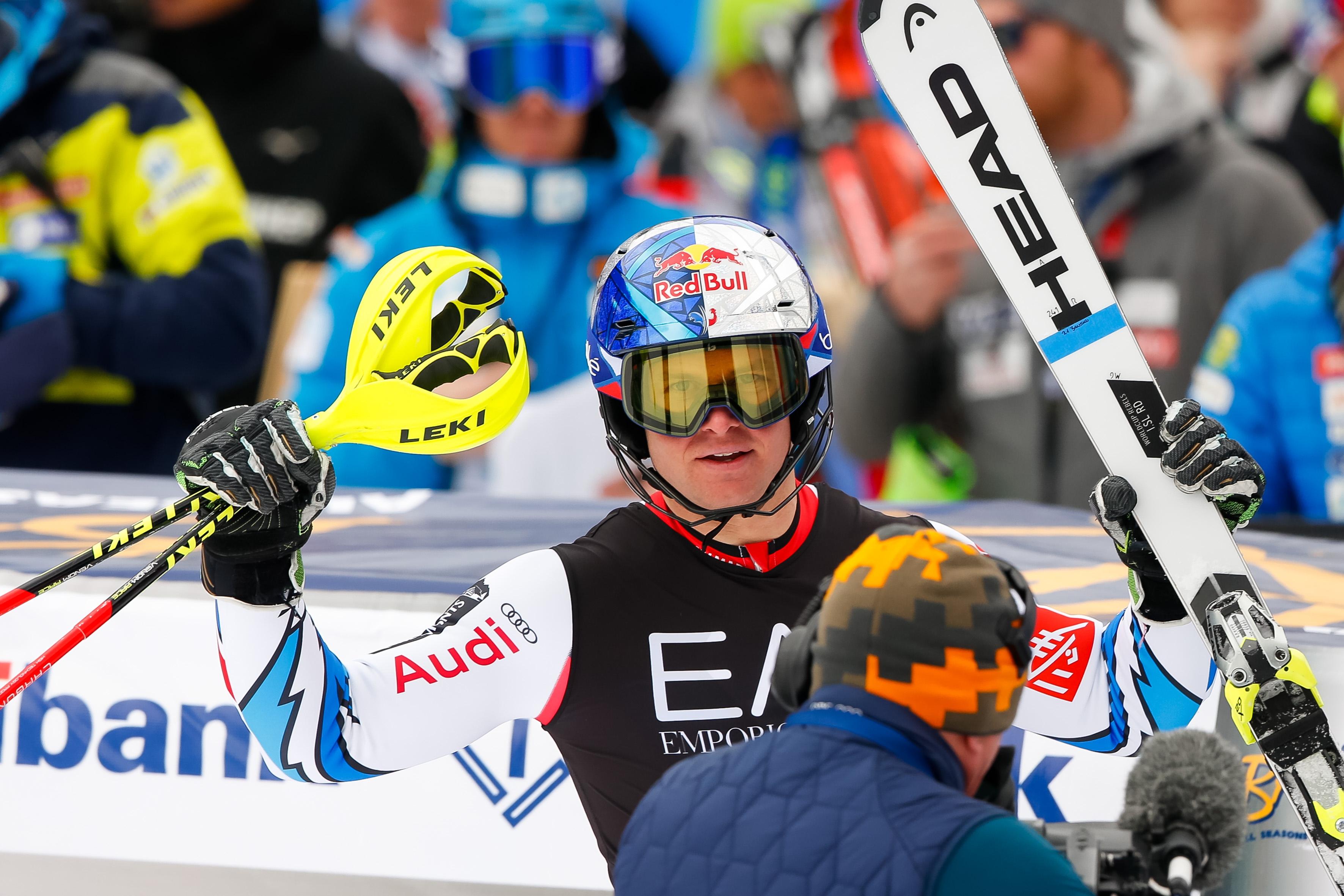 Световният шампион Алекси Пентюро (Франция) спечели комбинацията за Световната купа