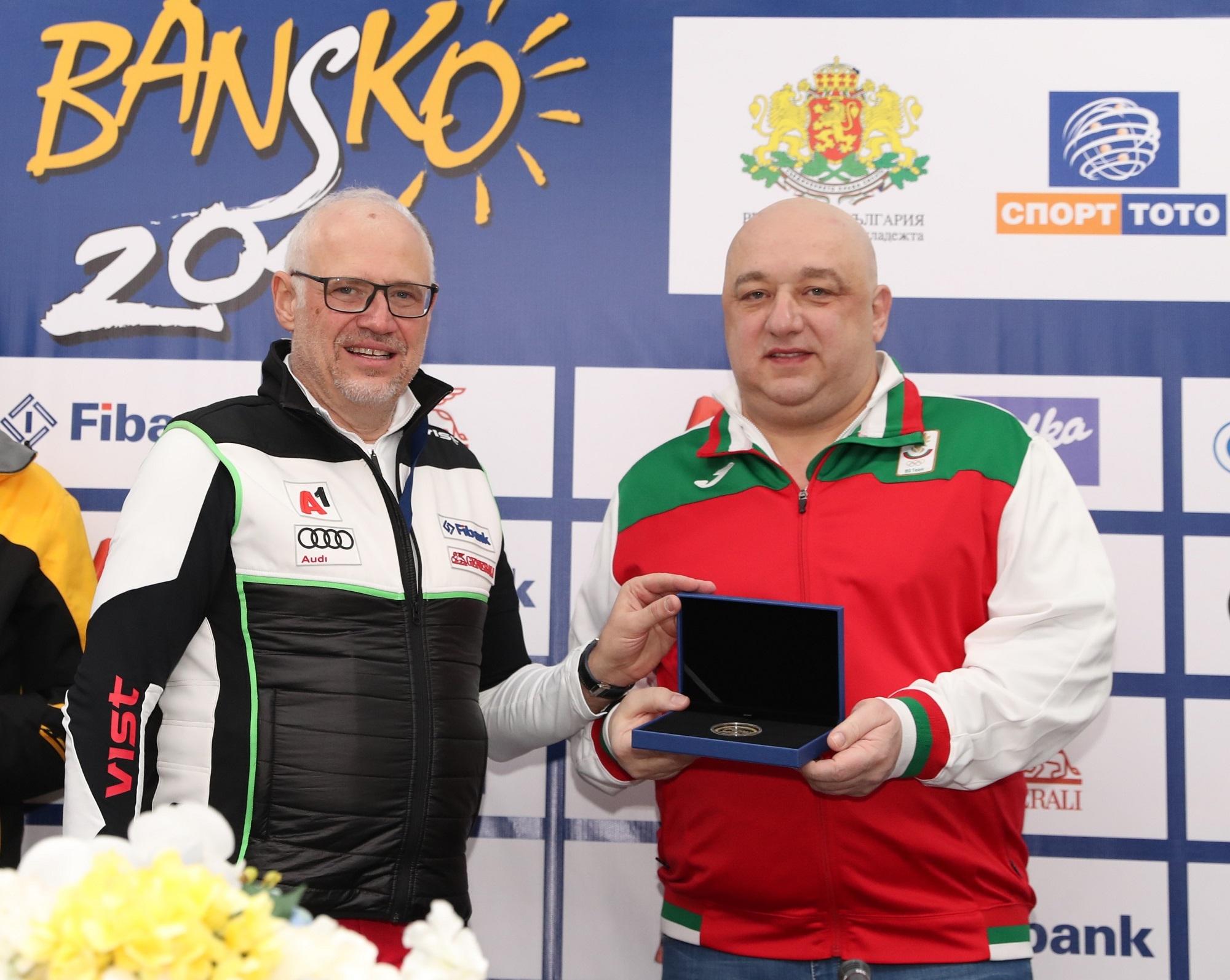 Министърът на младежта и спорта Красен Кралев получи специална награда