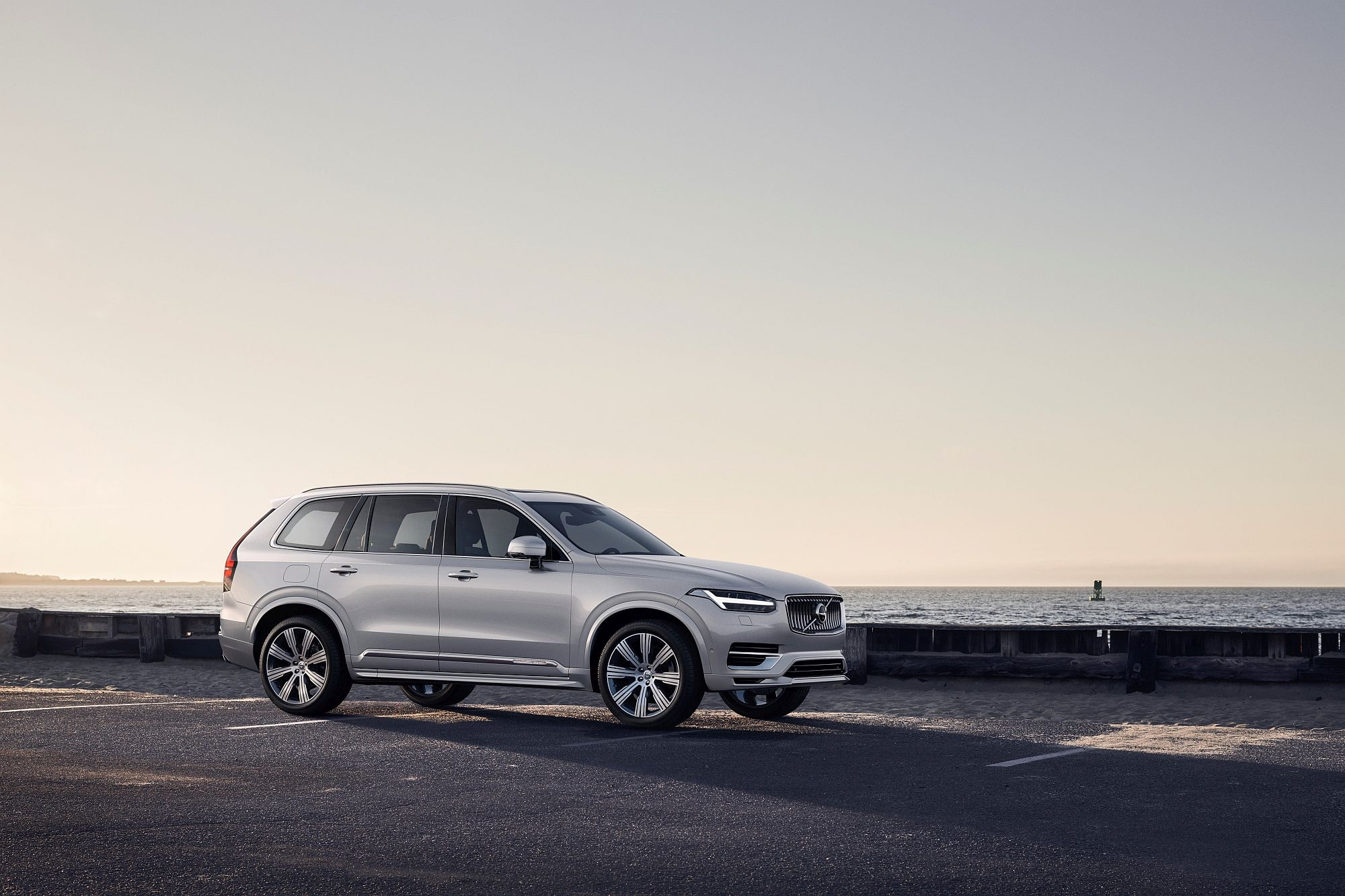 Volvo представи днес обновена версия на бестселъра си от SUV