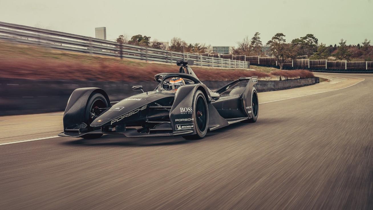 Порше тестваха за първи път състезателния си автомобил за електрическия