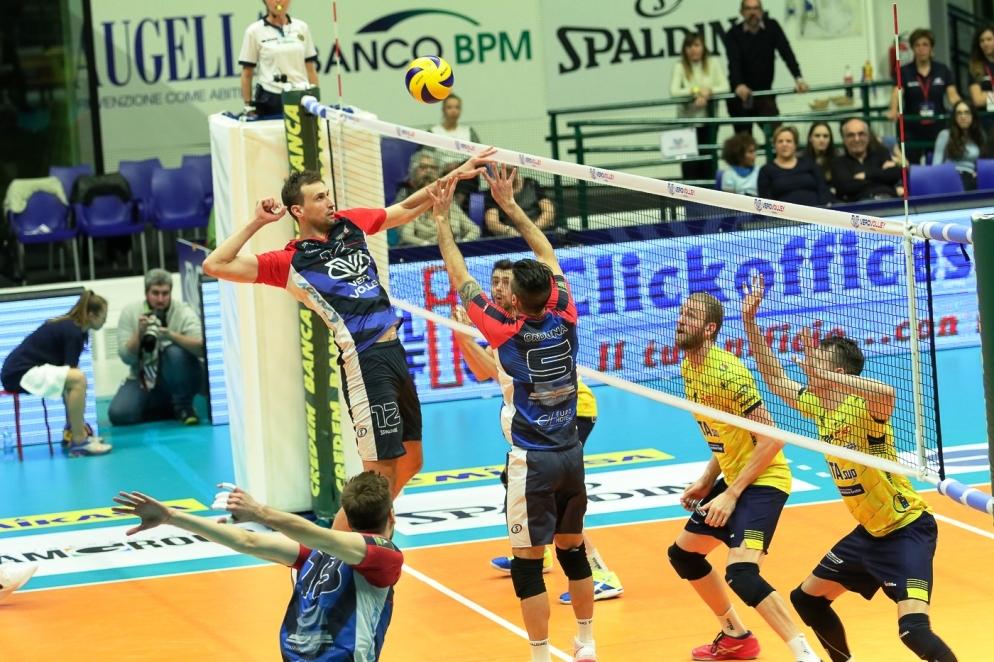 Капитанът на националния ни волейболен отбор Виктор Йосифов и неговият