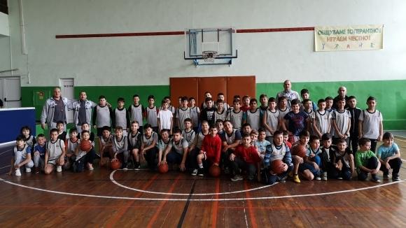 Вчера бе даден старт на втория вътрешен турнир по баскетбол